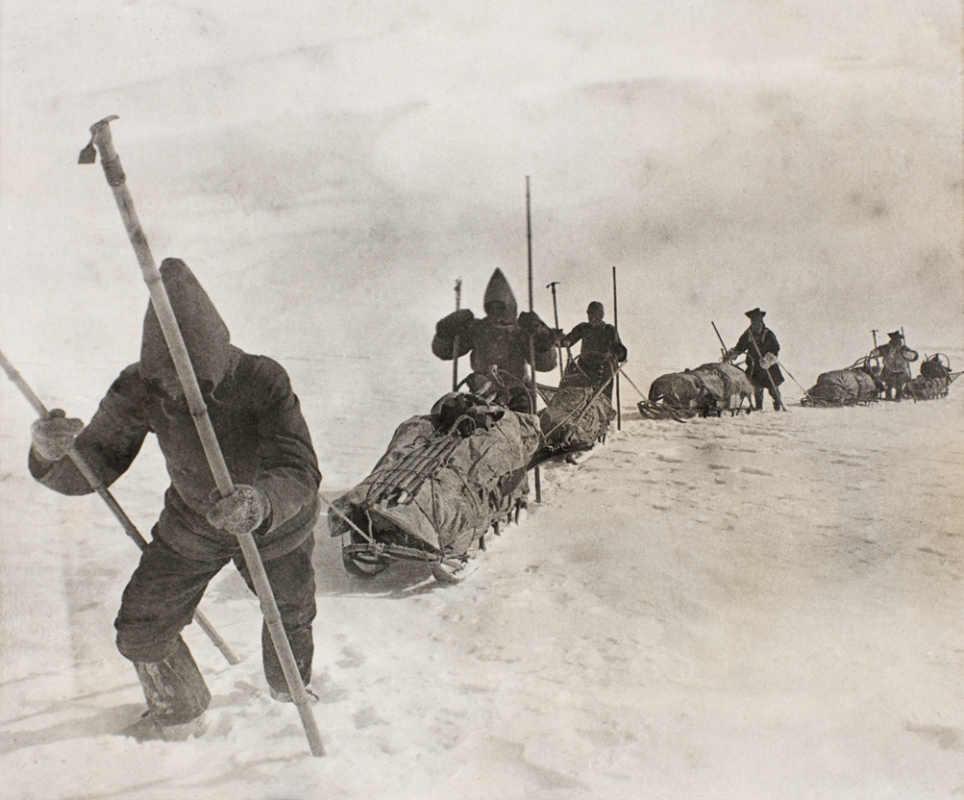 National Library of Norway/ Фото: Ф. Нансена. Экспедиция на марше. Слева направо: Свердруп, Кристиансен, Дитриксен, Балту и Равна.
