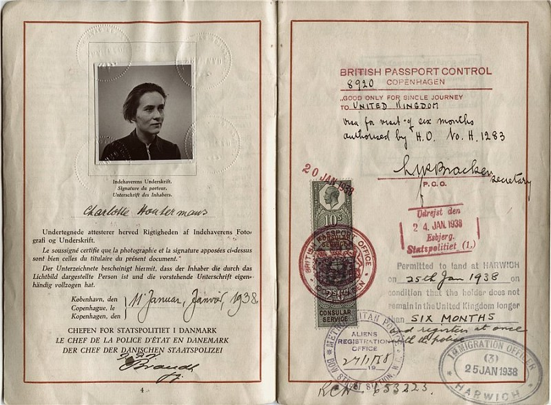wikipedia.org / Нансеновский паспорт, спасший миллионы жизней.