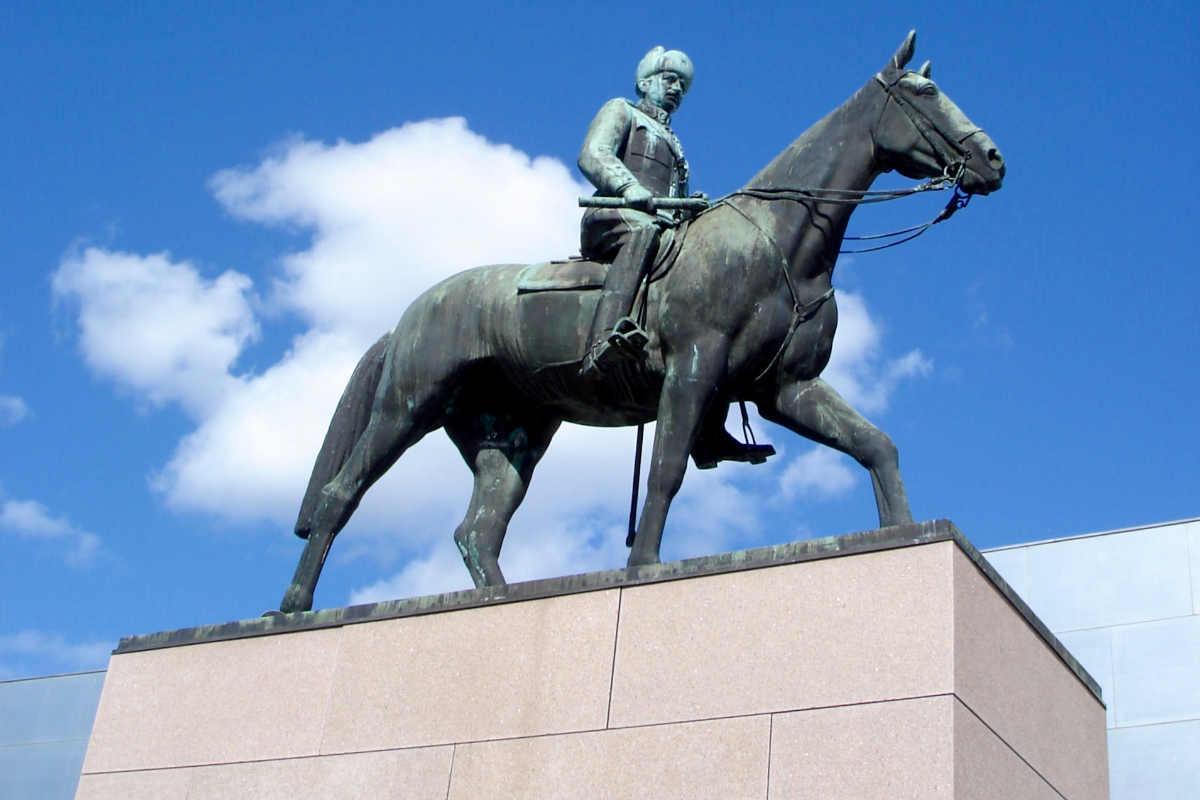 © ScandiNews/ Памятник Маннергейму в центре Хельсинки