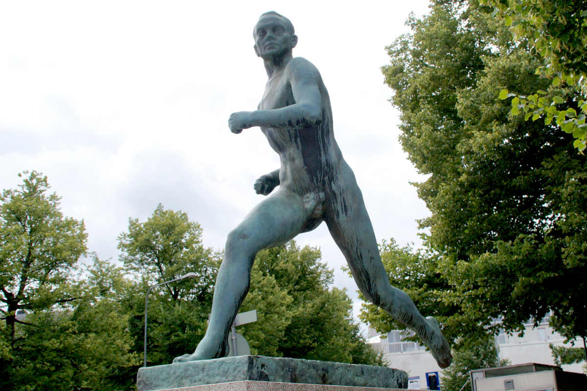 Фото: ScandiNews / Вяйне Аалтонен. Бронзовая статуя финского бегуна, неоднократного олимпийского чемпиона Пааво Нурми
