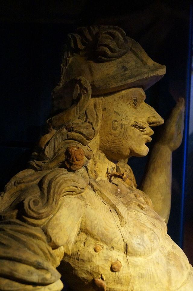 Одна из статуй с «Крунана», поднятая со дна моря. Вероятно, изображающая короля Карла X Густава .