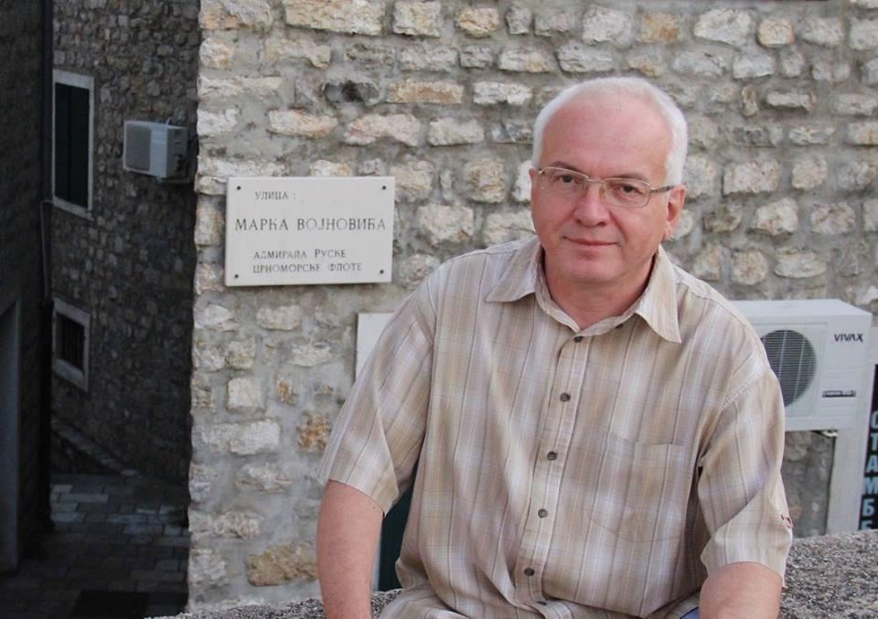 Павел Войнович на улице предка в Херцег-Нови