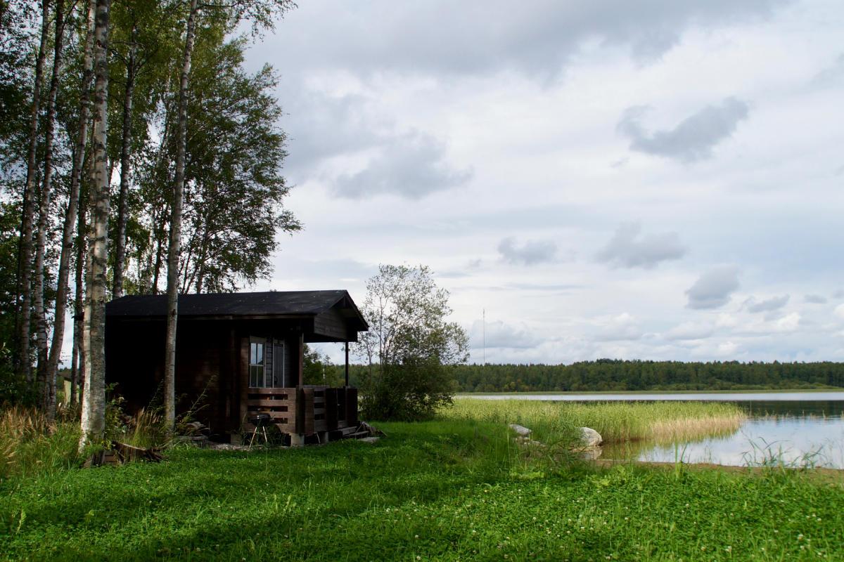 Фото: ScandiNews / Финская  сауна а берегу озера