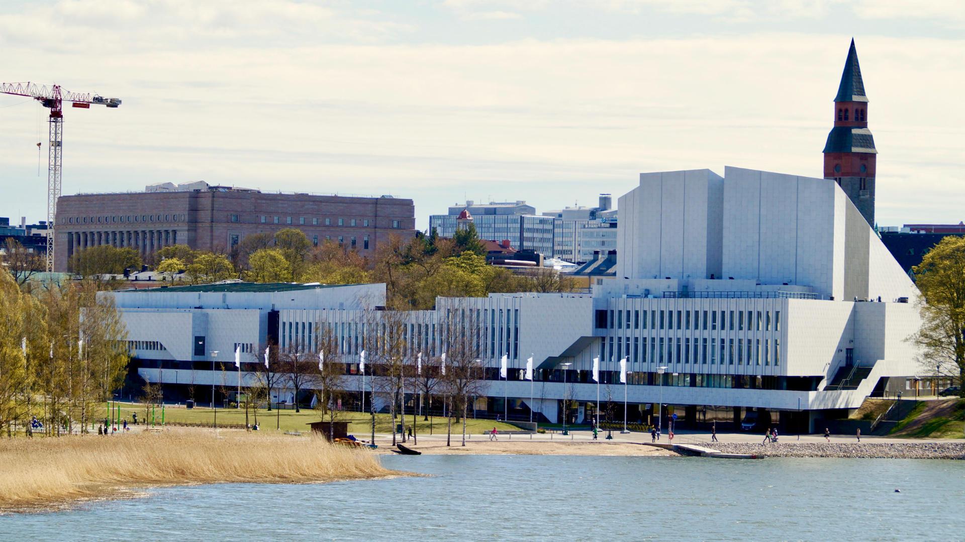 «Дворец Финляндия» в центре финской столицы построен по проекту архитектора Алвара Аалто, «отца модернизма» и одного из основоположников современного мирового дизайна. Фото:ScandiNews