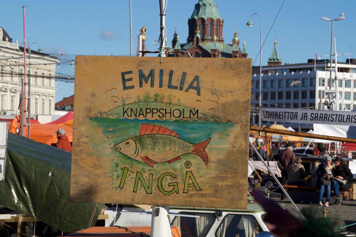 Фото: ScandiNews. В происходящем на Рыночной площади Хельсинки ощущается некоторая доля театральности