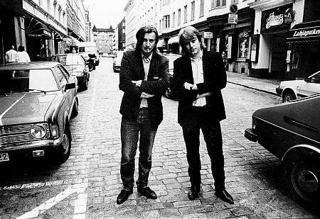 """Фото Джима Джармуша (www.jim-jarmusch.net)/ Аки и Мика Каурисмяки после премьеры фильма Джима Джармуша """"Down By Law"""" в кинотеатре """"Андорра"""". Хельсинки, Ээрикинкату, лето 1987 г."""